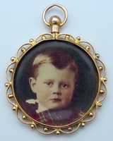 1905 Ross's photo in a pendant.
